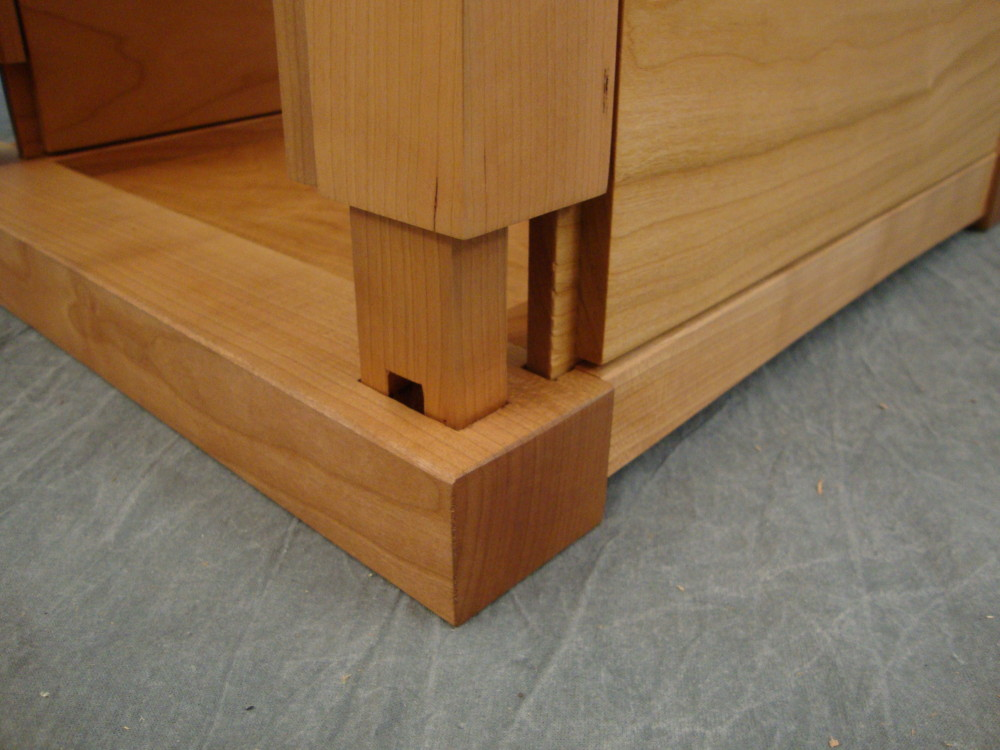 Here's a close-up view of the thru tenon and mortise on the upper rail.