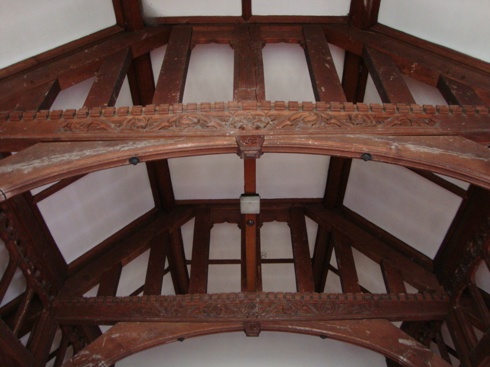 The roof is supported by post and beam framing. Here's is a view of the collar ties (the engraved horizontal frame members) and the arched braces, which are joined and bolted together.